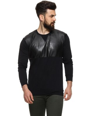 Shop Campus Sutra Solid Men Round Neck Black Casual T-Shirt-Front