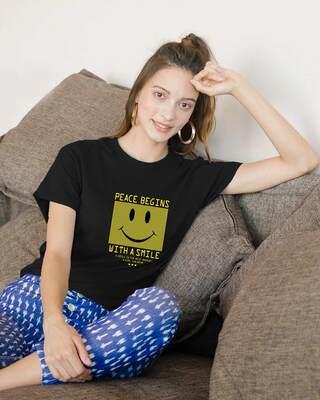 Shop With A Smile Boyfriend T-Shirts Black-Front