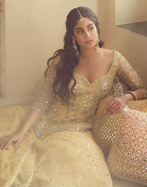 Janhvi Kapoor - Bollywood Designer Dresses | Bewakoof Blog