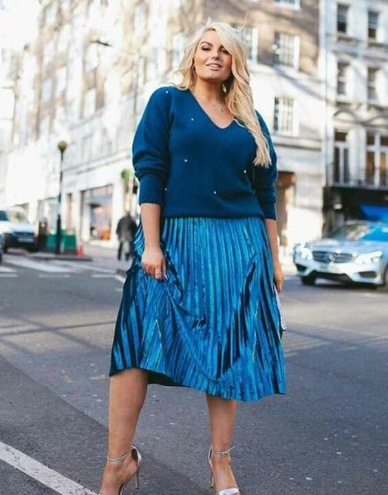 Plus Size Pleated Skirt Outfits for Women