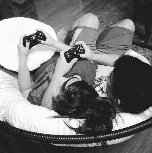 Play Video Games - Date ideas | Utter Bewakoof