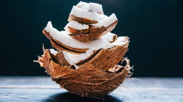 7 surprising uses of coconut oil to look and feel great