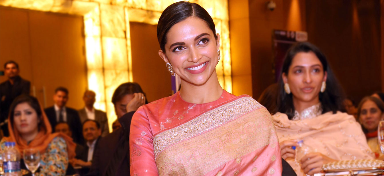 ab6ee428b643a5 Deepika Padukone Different Saree Style And Hairstyle | Bewakoof Blog