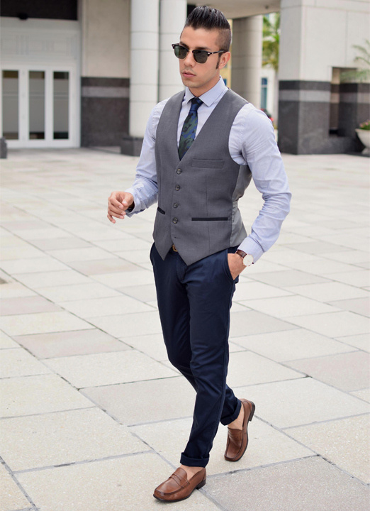 592a7c0caa4d How to wear waistcoat and jeans with tie for men