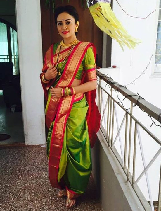 How To Wear A Saree Perfectly Saree Draping Style Bewakoof Blog