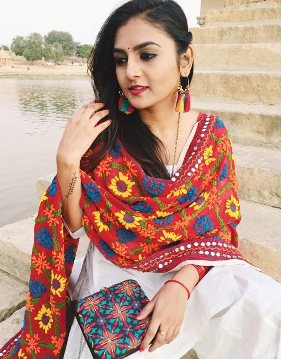 8b6ffa84a7 Latest Phulkari Dupatta Trends With Punjabi Suits | Bewakoof Blog