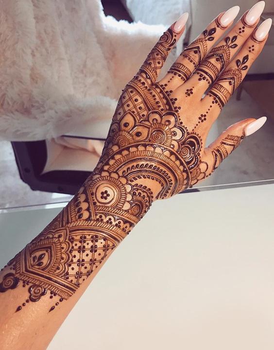 Dulhan Back Mehndi designs - Bewakoof Blog