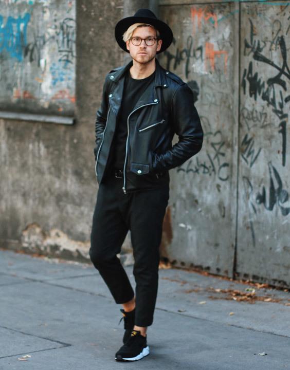 Black sneakers - Bewakoof Blog