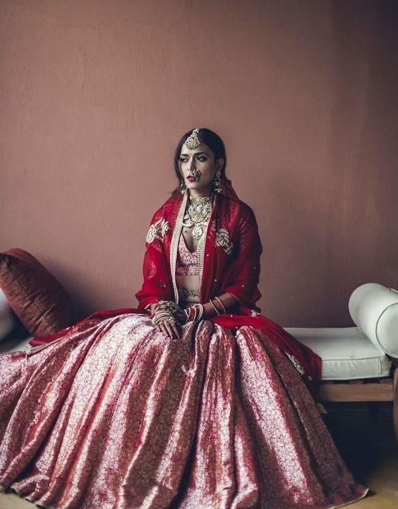 Intricate Brocade Skirt Sophistication - Bengali Bride look - Bewakoof Blog